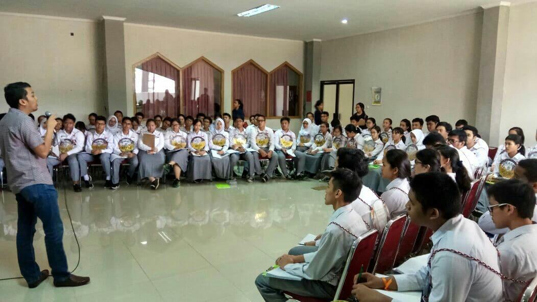 Siswa-Siswi SMAN 8 Jakarta Membentuk Karakter Kepemimpinan dengan Proyek Sosial