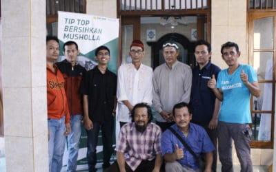 Bersihkan Mushola Bersama TIPTOP Jadetabek